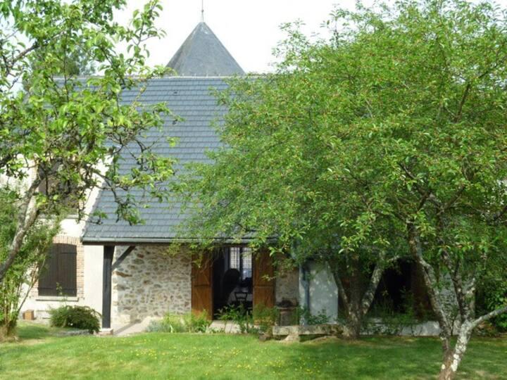 Maison de campagne+ jardin au calme