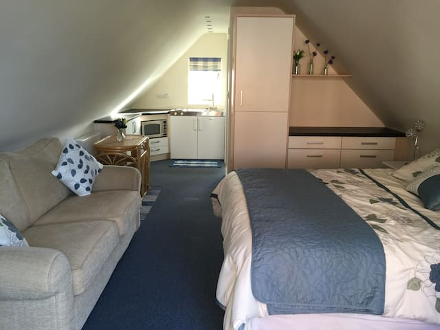 Upstairs annexe room - Boughton-under-Blean