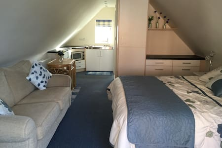 Upstairs annexe room - Boughton-under-Blean - อพาร์ทเมนท์