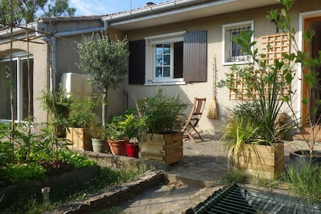 Chambre avec accès privé jardin    - Fabrègues - Hus