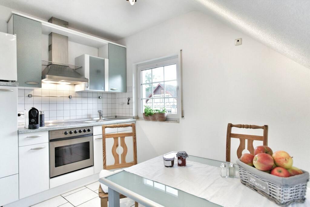Die Küche ist sehr großzügig und hat jetzt auch eine Spülmaschine!