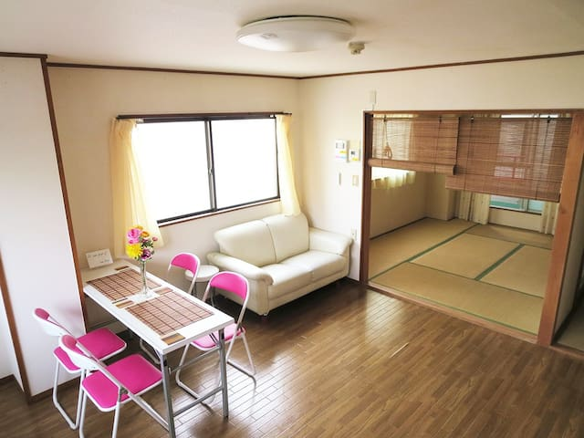 Simple cozy japanese style room osaka free wifi for Apartment japan design
