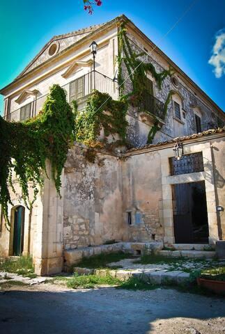 Tipica Villa del '700 con parco e piscina - มอดิกา - วิลล่า