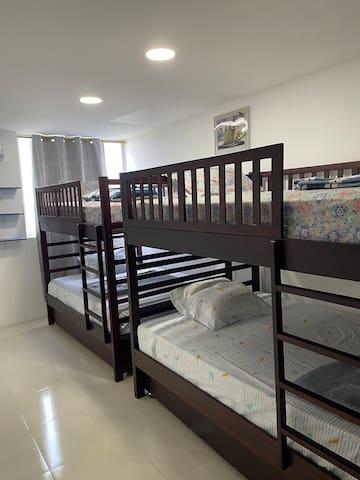 Literas de tres camas c/u