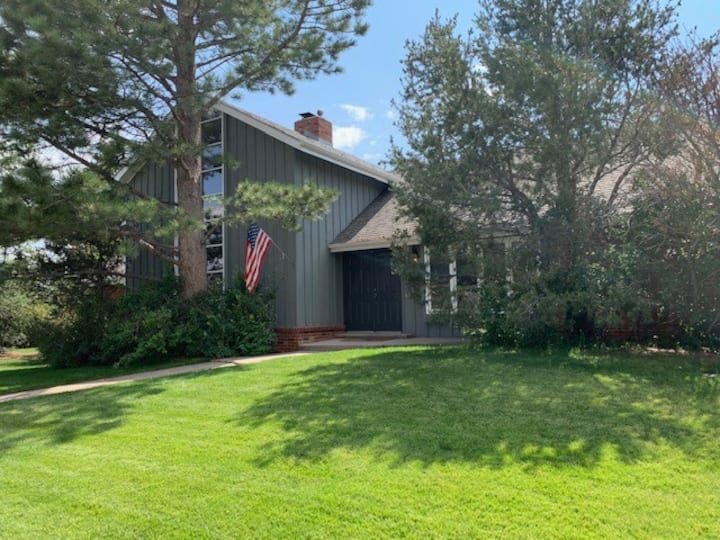 Beautifully appointed Laramie home, great location