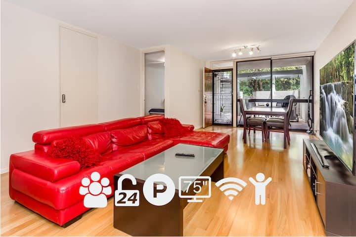 """Quarantine in 2 Bed Entire Apart. WIFI 100Mbps Parking 75"""" TV AC BBQ 24Hr"""