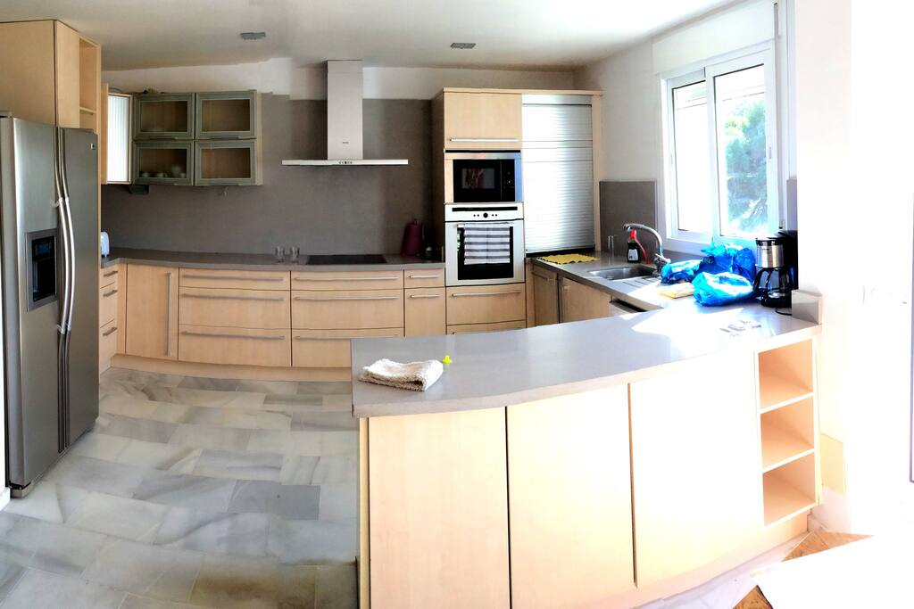 High quality open plan kitchen