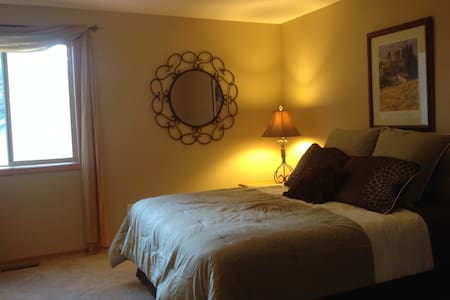 Pretty Room in a Fun House near Old Mill District - Bend