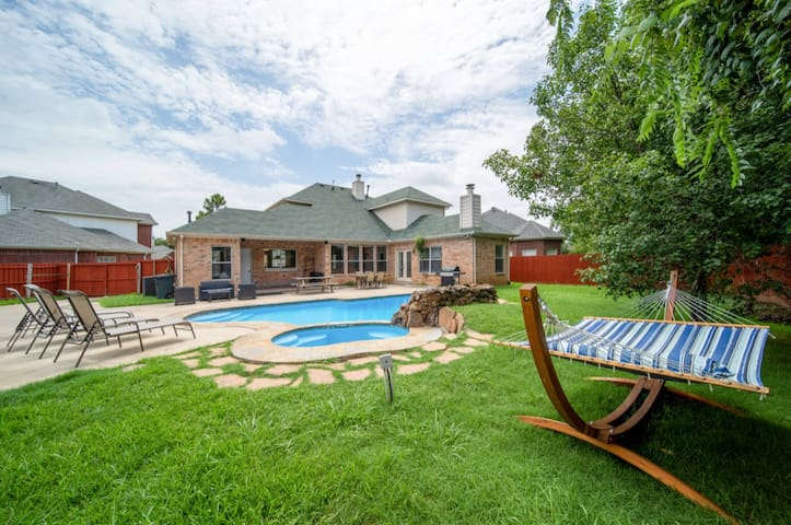 Open Concept House with Grand Patio & Pool !