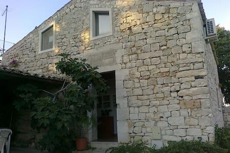 Casetta bilocale in Villa del '700 - Modica San Filippo - 公寓