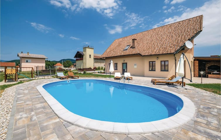 Holiday cottage with 4 bedrooms on 160m² in Krasic