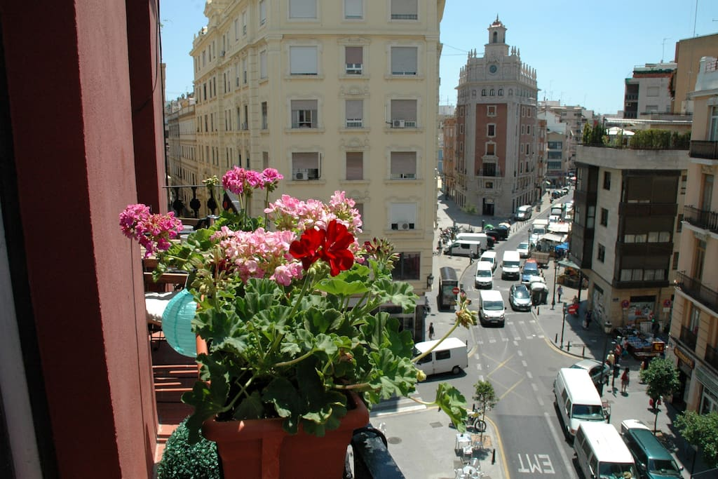 From the balcony there is a great view of Ruzafa street.