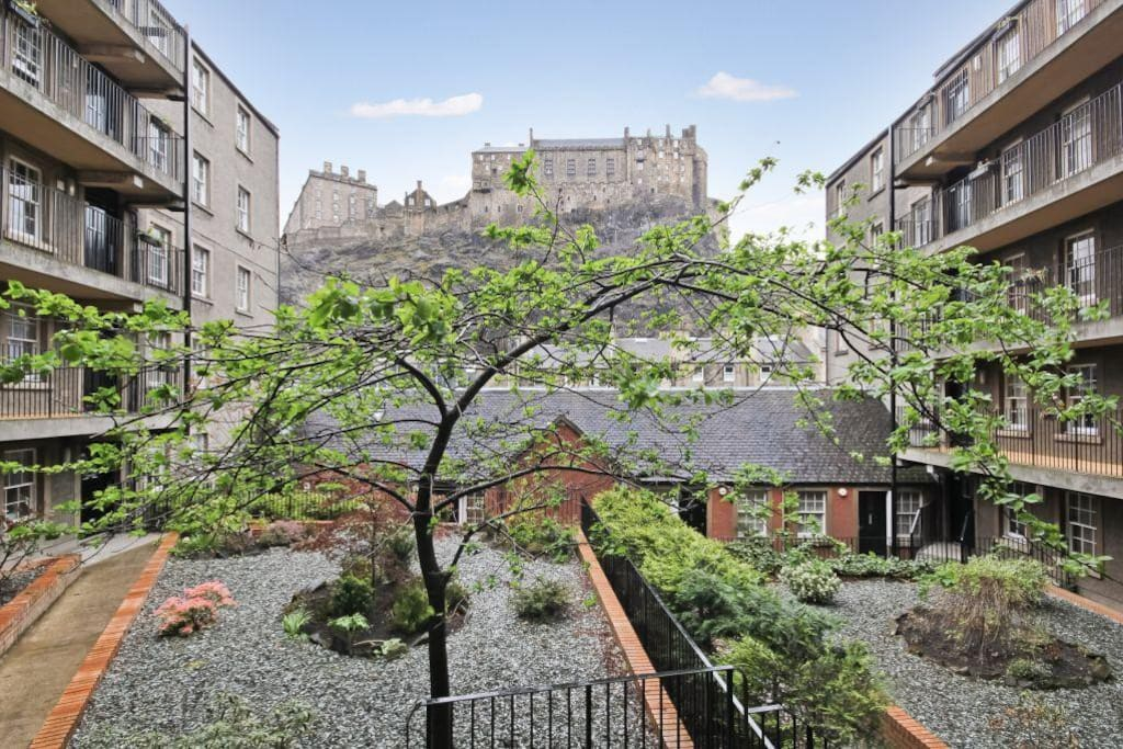 View of Edinburgh Castle from complex - our apartment is the last 3 windows on the right hand side balcony on the 1st floor.