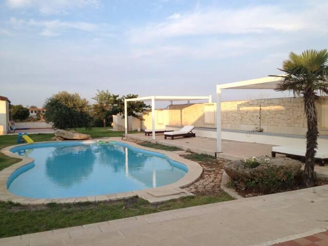 Villa con piscina a 500 mt dal mare - Reitani - 別墅