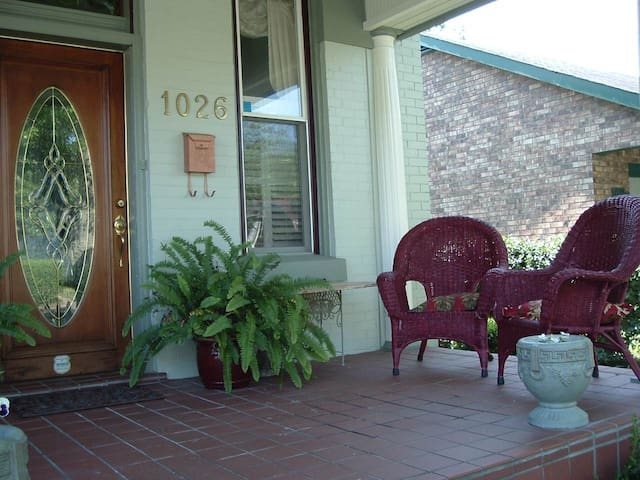 Heart of Music Row Guest Suite - Nashville - Bed & Breakfast