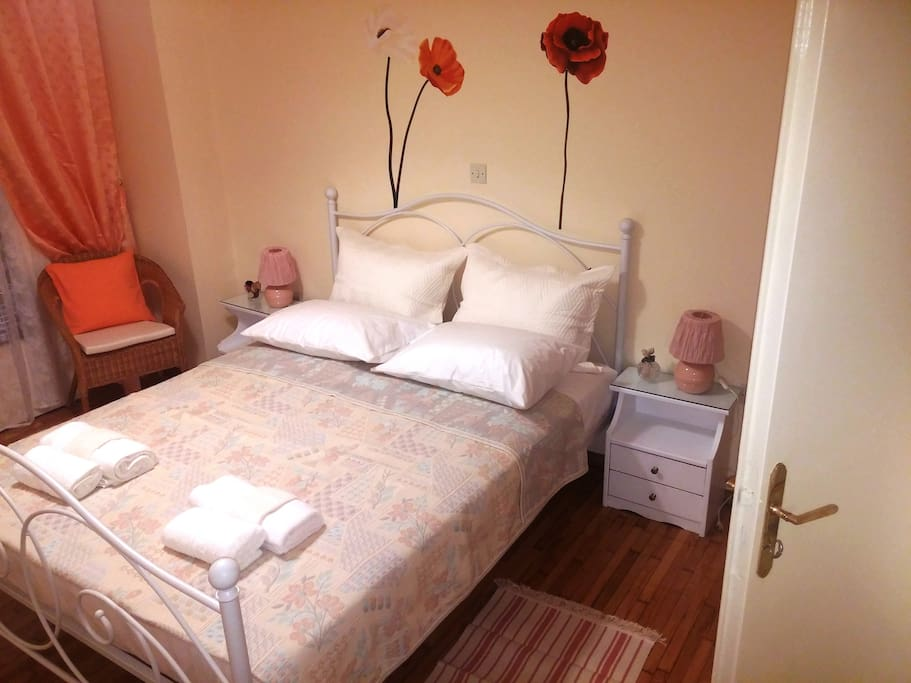 Double bed in bedroom