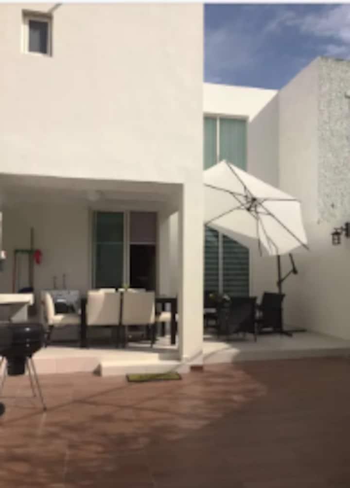 Casa Guadalupe. Coto Privado