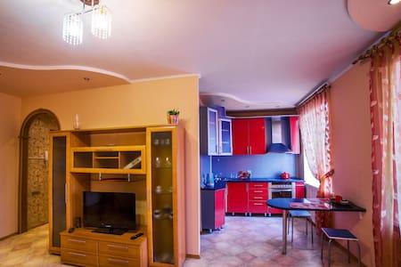 Посуточно 2-комнатная квартира в центре - Междуреченск