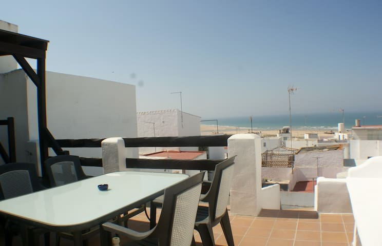 Townhouse with private terraces and sea view!