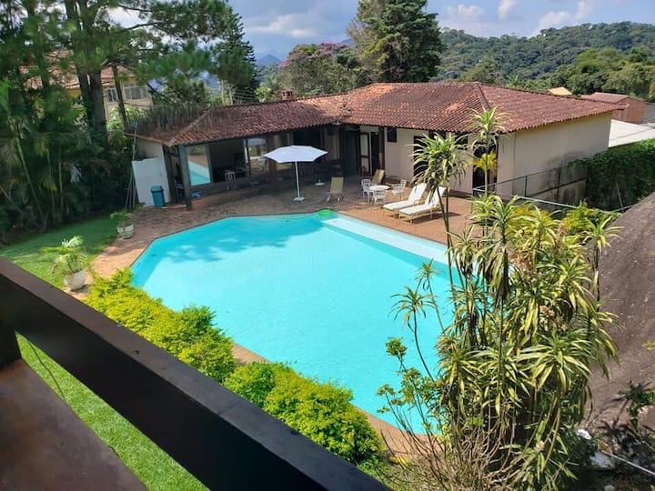 Quarto em um lindo Sitio com jardim e piscina. 2