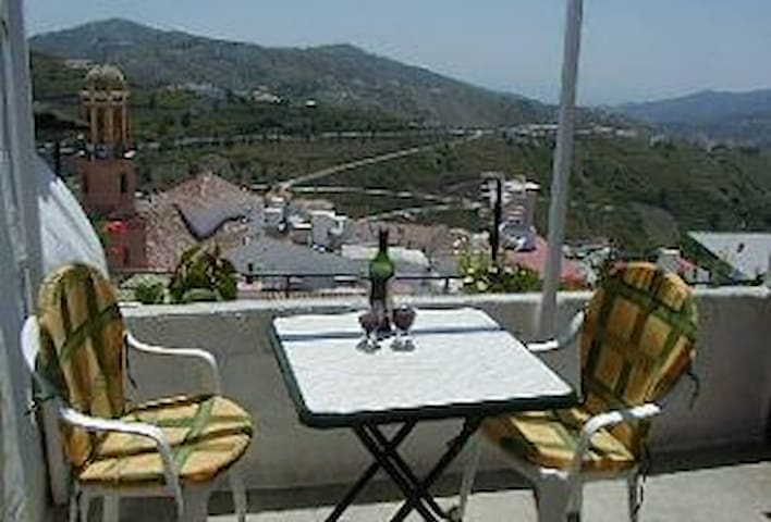 COMPETA HOUSE - Excellent prices. Views, tv & wifi - Cómpeta - Huis