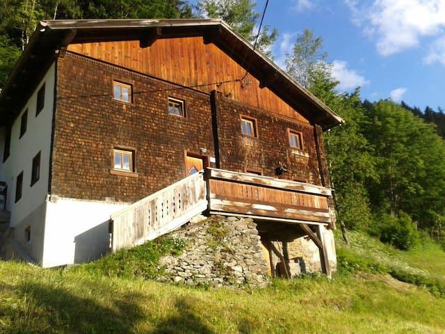300 Jahre altes Haus in der Natur