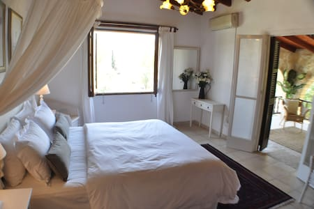 Village villa B&B Larnaca gracious and spacious - Larnaca