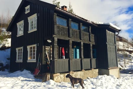 Cozy, 140 year old mountain cabin, comfortable! - Bø - Cottage