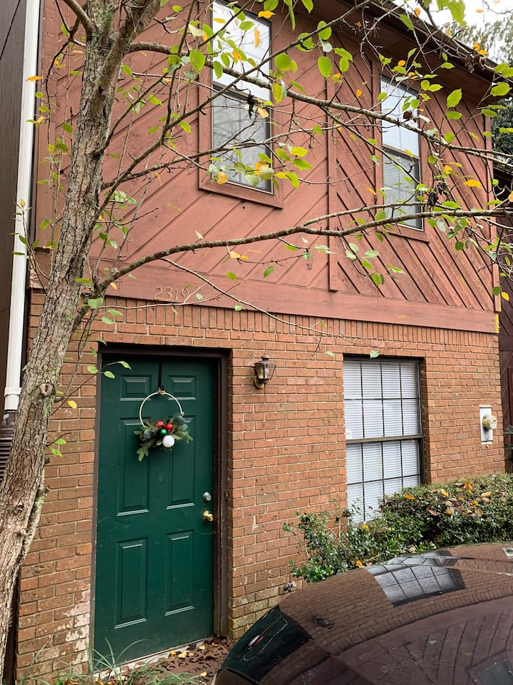 Beautifully Decorated Two Bedroom Condo