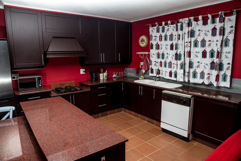 Kitchen area, with dishwasher facilities.
