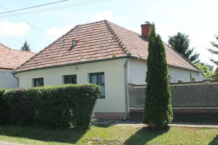 Cozy little house - Szil - Huis
