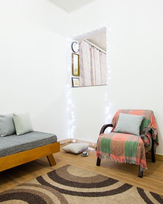 Vista da sala 02 - Aconchegante, dá aos hóspedes a tranquilidade para relaxar