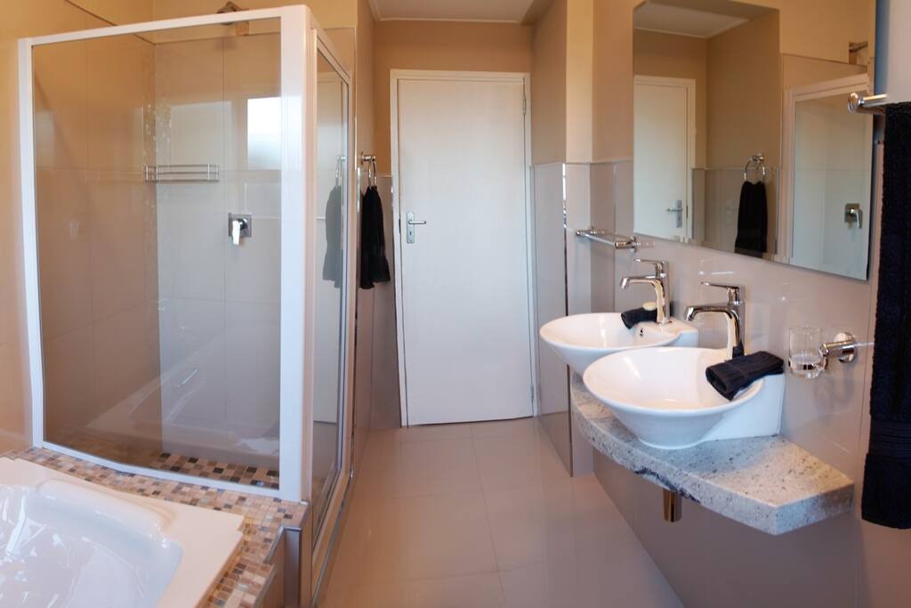 Main en suite bathroom to one of the bedrooms