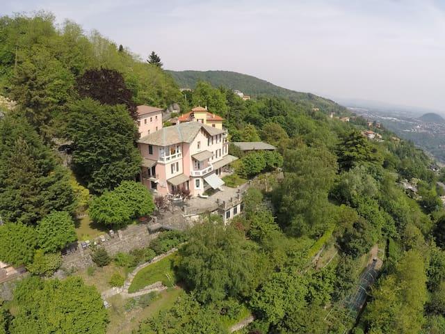 Villa al Sole nel verde della collina