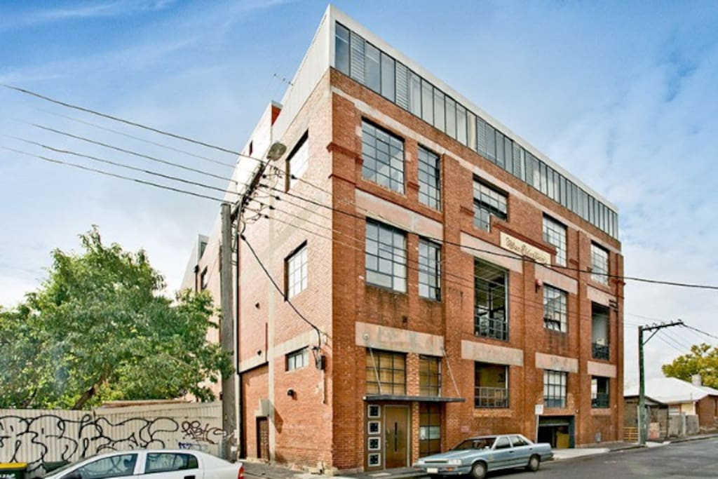 Artist warehouse apartment fitzroy apartments for rent in fitzroy victoria australia - The apartment in the warehouse ...