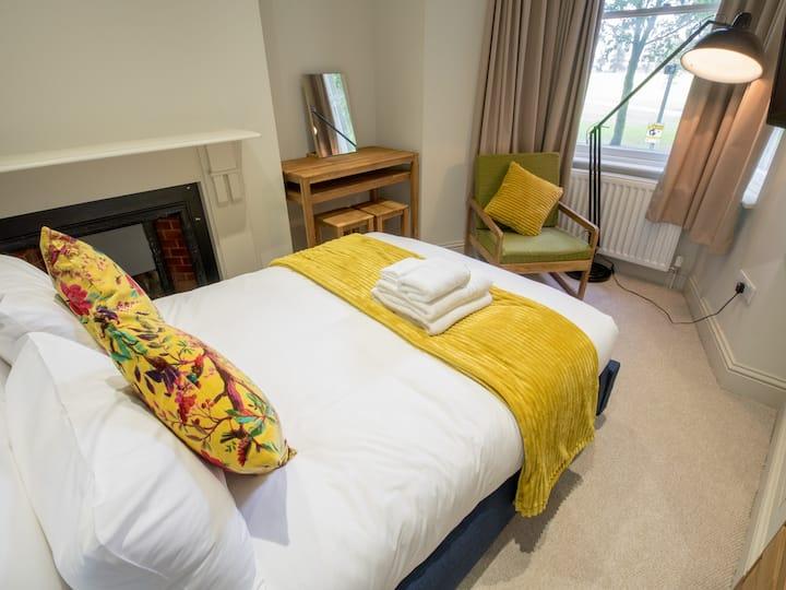City centre 3 bedroom apartment to sleep 6-7