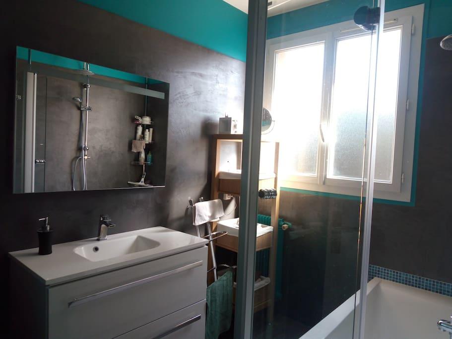Salle de bain à partager