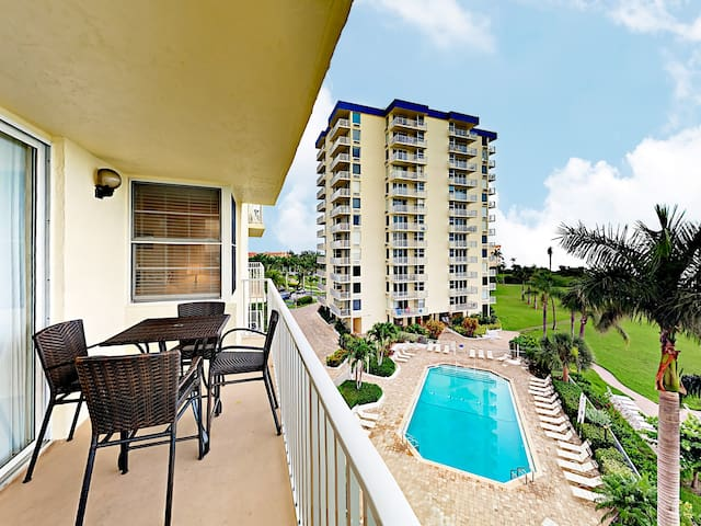 Gulf-Front 1BR w/ Beach & Pool View