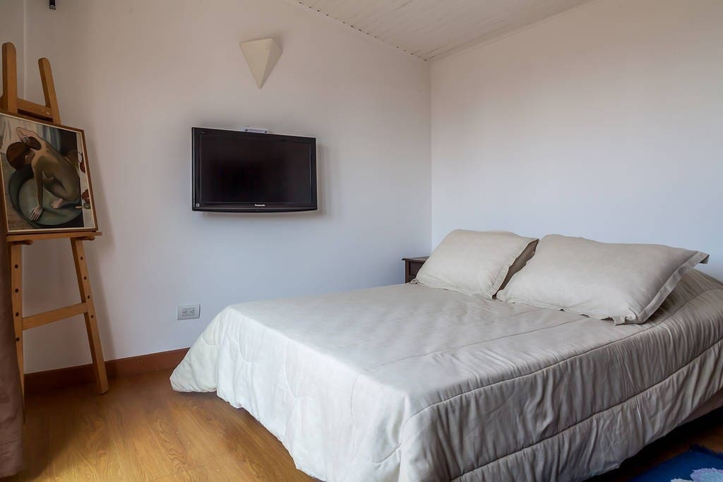 Room with double bed and cable TV