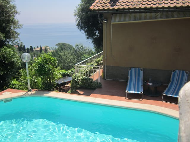 swimming pool, amazing view - Cogoleto - Huis