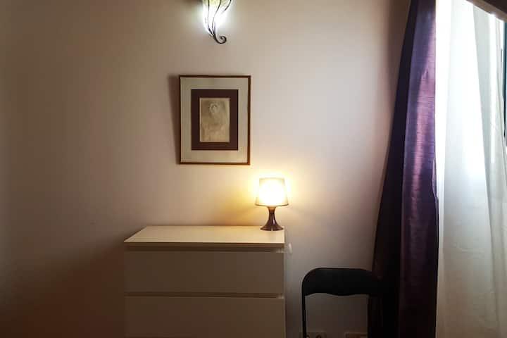 Habitación privada en una casa moderna WIFI