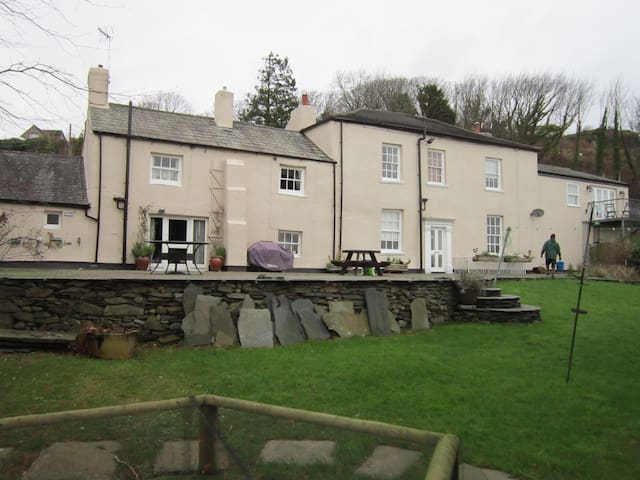 Tranquil Underhill Farmhouse - Millom,  - Apartment