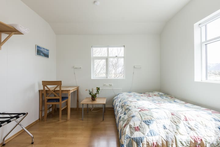 A room in a farmers cottage - Borgarnes - Ev