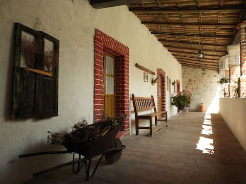 Colonial house w/wifi in quiet location