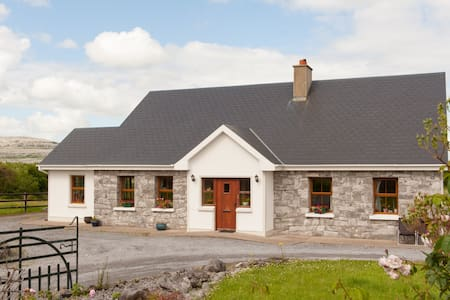 Holiday Let in the Burren sleeps 4 - Cooloorta, Boston