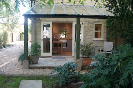 Sika Cottage, Quenington, the Cotswolds - Quenington