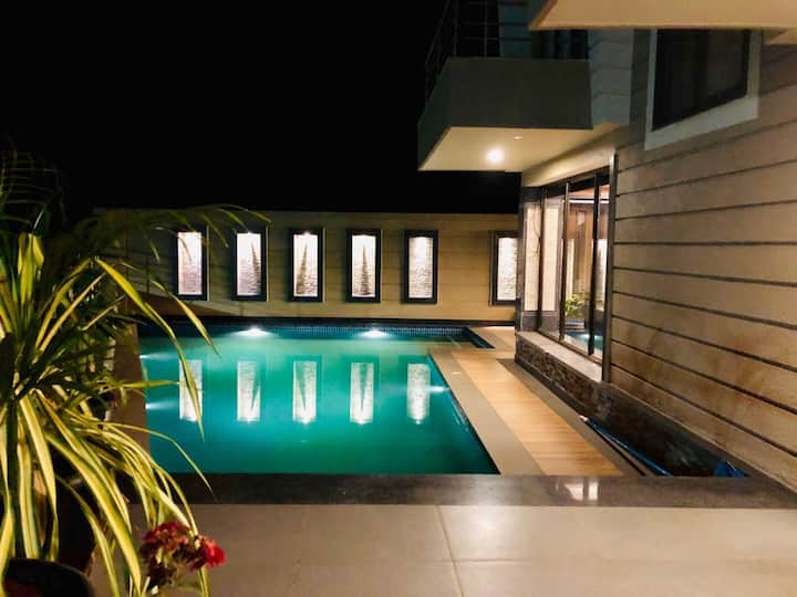 Luxury Valley view suite w/ pool in North Goa