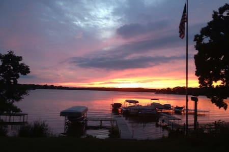 Lake House/Ski House on the Chain - sleeps 8-10 - Antioch - Hus