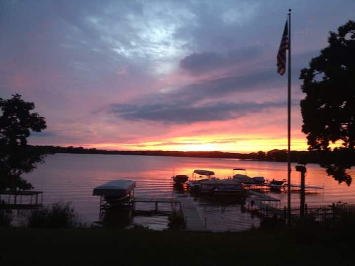 The Lake House - boating and fishing paradise!