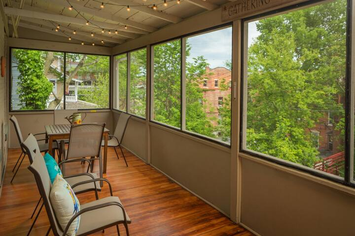 Steps to Downtown and to Turner Hall~Amazing back porch~Huge Dining Room